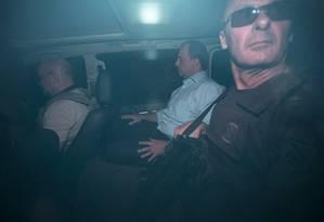O ex-governador do Rio Sérgio Cabral ao ser preso pela Polícia Federal em novembro Foto: Guito Moreto / Agência O Globo / 17-11-2016