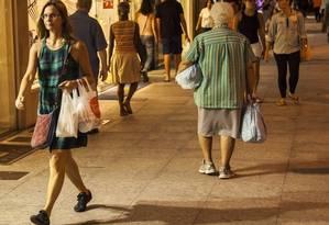 A Rua Moreira César, principal do comércio em Icaraí, terá câmeras Foto: Hermes de Paula / Agência O globo