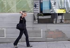 EC São Paulo ( SP ) 02/12/2016 Mercado de luxo também tem sido fortemente afetado pela crise econômica. Lojas da Rua Oscar Freire. Foto: Edilson Dantas / Agencia O Globo Foto: Edilson Dantas / Agência O Globo