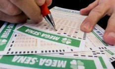 Mega-Sena acumulou e poderá pagar R$ 25 milhões na quarta-feira Foto: Reprodução