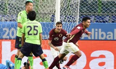 Silvio Romero comemora seu gol na vitória do América sobre o Jeonbuk Hyundai no Mundial de Clubes Foto: KAZUHIRO NOGI / AFP