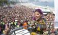 Ludmilla anima multidão na Parada Gay em Copacabana Foto: Leo Martins / Agência O Globo