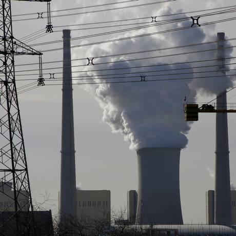Uma usina a carvão opera na cidade de Beijing, na China Foto: JASON LEE / REUTERS