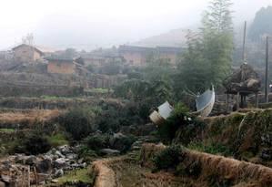 Destroços do foguete Longa Marcha-3B foram encontrados a poucos metros de residências na província de Jiangxi Foto: STR / AFP