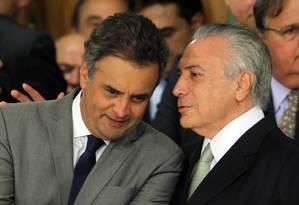 O senador Aécio Neves (PSDB-MG) e o presidente Michel Temer Foto: Givaldo Barbosa / Agência O Globo / 12-5-2016