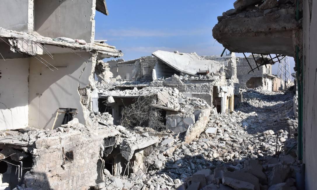 Prédios ficaram destruídos no distrito de Sheikh Saeed, em Aleppo, após retomada pelas forças do regime do presidente sírio, Bashar al-Assad Foto: GEORGE OURFALIAN / AFP