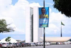 Banner em frente ao Congresso Nacional da campanha do deputado Jovair Arantes (PTB-GO) para a presidência da Câmara Foto: Jorge William / Agência O Globo