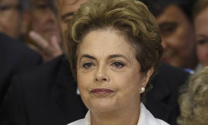 A presidente Dilma Roussef, ao ser afastada pelo Senado, em maio Foto: Daniel Marenco / Agência O Globo / 12-5-2016