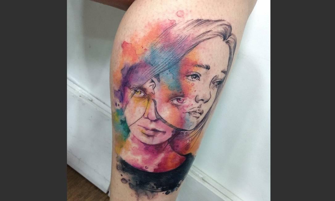 A tattoo mais especial de Dell Nascimento, do Rio Ink Tattoo, é esta reprodução de uma pintura da aquarelista Agnes Cecile. A tattoo foi premiada em segundo lugar na Tattoo Place Convention, em Niterói, e segundo o artista, o ajudou a desenvolver ainda mais as técnicas de tatuagens aquareladas. Artista: Dell Nascimento | Instagram: @dellnascimentotattoo