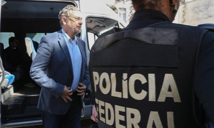 O ex-ministro Antônio Palocci realiza exames no IML em Curitiba Foto: Geraldo Bubniak / 26-9-2016