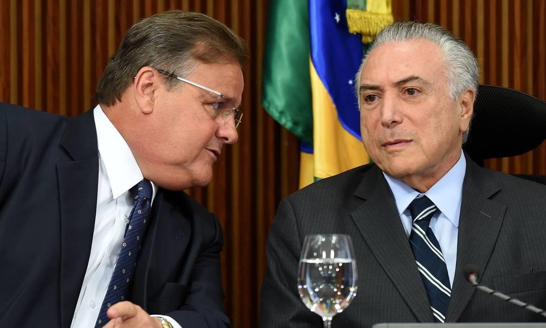O ex-ministro Geddel Vieira Lima e o presidente Michel Temer Foto: Evaristo Sá / AFP / 15-6-2016