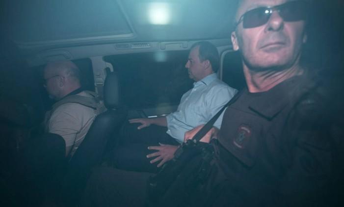 O ex-governador do Rio Sérgio Cabral é preso pela Polícia Federal na Operação Calicute Foto: Guito Moreto / Agência O Globo / 17-11-2016