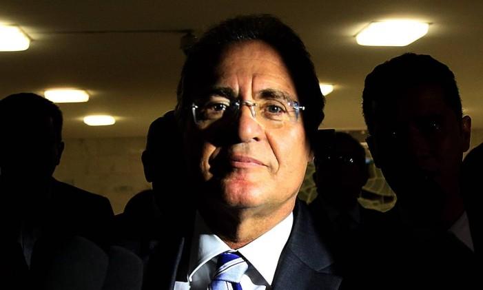 O presidente do Senado, Renan Calheiros (PMDB-AL), ao saber do resultado do julgamento do STF que o manteve no cargo Foto: Ailton de Freitas / Agência O Globo / 7-12-2016