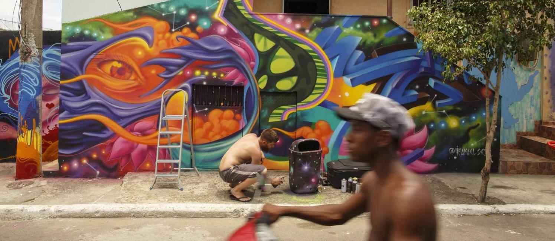 RI DUQUE DE CAXIAS - 02/11/2016 - Acontece na Vila Operaria, em Duque de Caxias, ha dez anos, o que os organizadores chamam de o maior evento voluntario de grafite do mundo. Foto: Daniel Marenco / Agencia O Globo Foto: Daniel Marenco / Agência O Globo