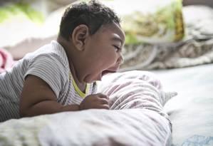 Pedro Emanuel, de 8 meses, nasceu com microcefalia no Rio de Janeiro Foto: Guito Moreto / Agência O Globo