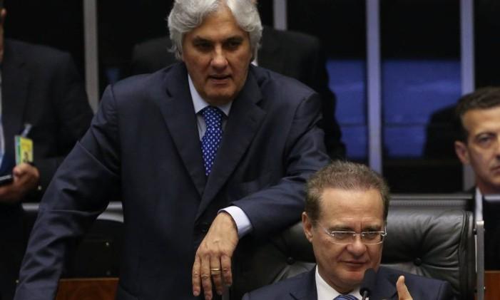 O presidente do Senado, Renan Calheiros (PMDB-AL), ao lado de Delcídio Amaral, então líder do PT no Senado, em 2015 Foto: André Coelho / Agência O Globo / 17-11-2015