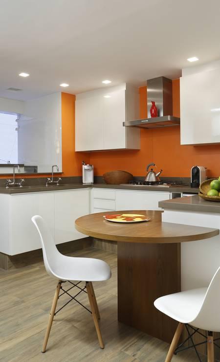 Mais uma opção de parede laranja, dessa vez no projeto de Patrícia Marinho Foto: Divulgação