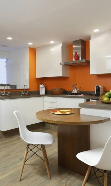 Mais uma opção de parede laranja, dessa vez no projeto de Patrícia Marinho Divulgação