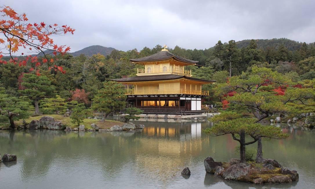 O templo Kinkaku-ji ou Castelo Dourado, de Kioto, réplica de construção de 1937, que pegou fogo Foto: Léa Cristina / Agência O Globo