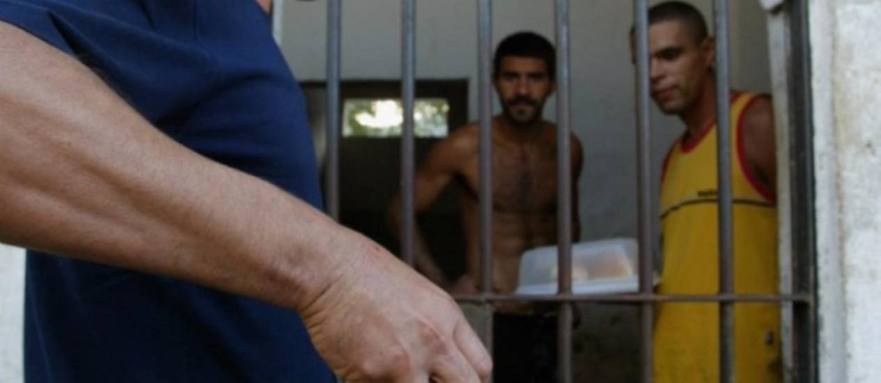Pesquisa mostra que 42,7% das pessoas encarceradas no Rio ainda aguardam julgamento Foto: Michel Filho