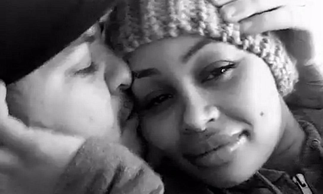 O casal comemorava a renoação do contrato do seu reality no canal E! © Rob Kardashian/Snapchat