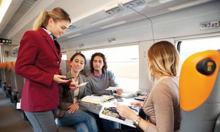 Bilhetes são conferidos durante a viagem Foto: Rail Europe/Divulgação