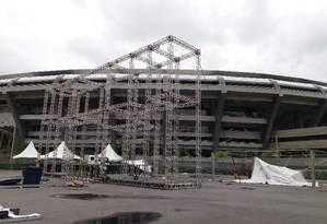 Estrutura metálica do palco principal da Holi Play no complexo do Maracanã Foto: Gian Amato