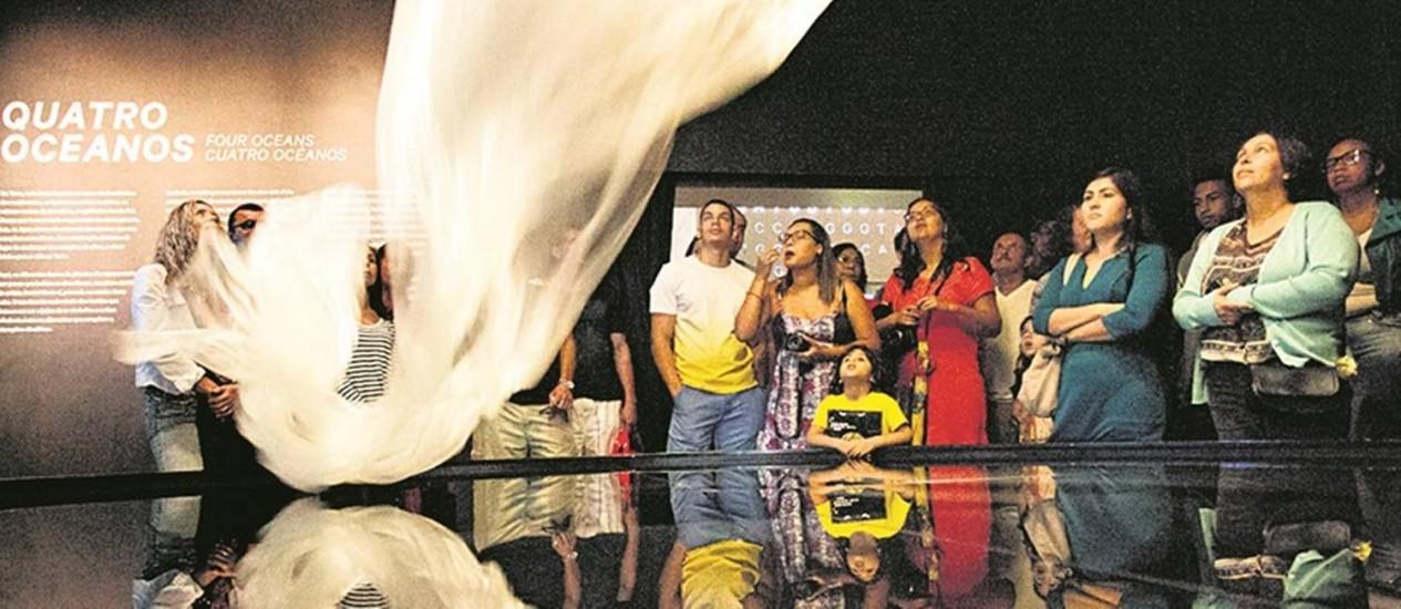Satisfação. Público assiste a uma das atrações do Museu do Amanhã: 90% das pessoas aprovaram a visita Foto: Márcia Foletto