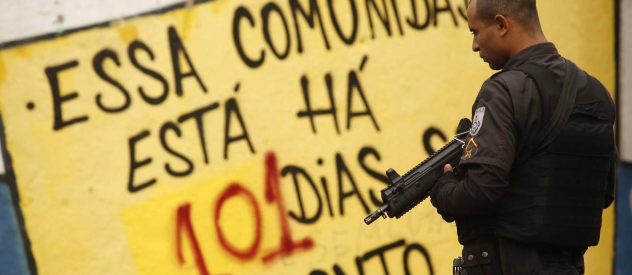 PMs no Morros dos Prazeres Foto: Guilherme Leporace / Agência O Globo