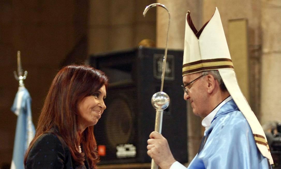 Jorge Mario Bergoglio, quando era Arcebispo da Argentina, em 2008, cumprimente a ex-presidente Cristina Kirchner Ezequiel Pontoriero / .
