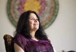 A paleontóloga Maria Dolores Wanderley se aventura pela poesia em novo livro Foto: Mônica Imbuzeiro / Agência O Globo