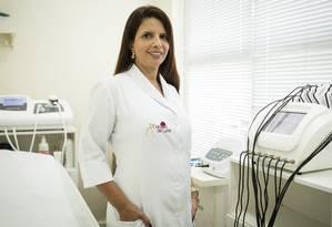 A fisioterapeuta e sexóloga Luni Freire em sua clínica Foto: Fernando Lemos / Agência O Globo