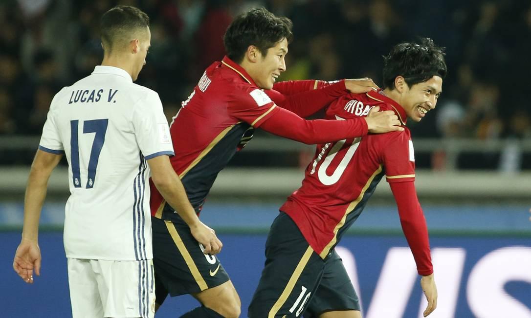 Gaku Shibasaki festeja um dos dois gols que marcou para o Kashima Antlers sobre o Real Madrid: com a camisa 10 do time japonês, que um dia já foi de Zico Reuters / Toru Hanai / REUTERS