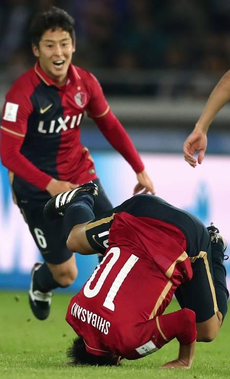 Shibasaki dá uma cambalhota para comemorar gol do Kashima sobre o Real na decisão do Mundial de Clubes da Fifa Foto: BEHROUZ MEHRI / AFP