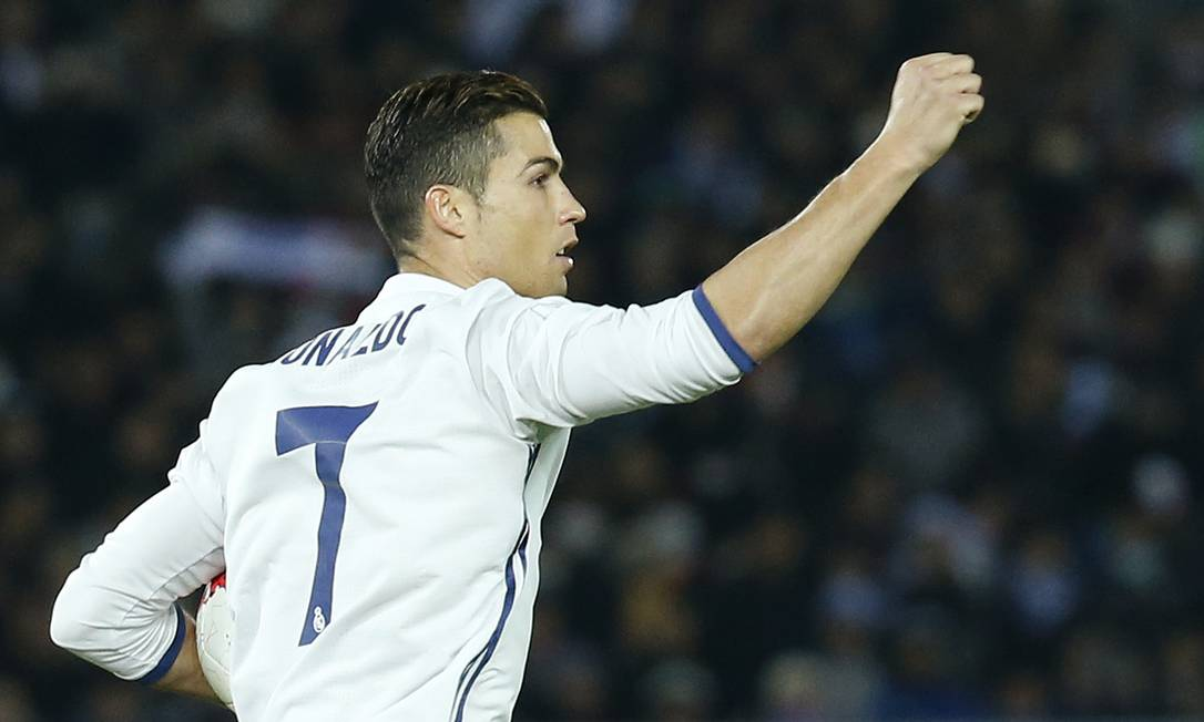 Cristiano Ronaldo festeja um dos três gols que marcou pelo Real Madrid na final do Mundial de Clubes da Fifa, contra o Kashima Antlers Reuters / Kim Kyung-Hoon / REUTERS