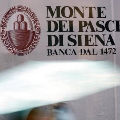 Painel com a logomarca do banco italiano Monte dei Paschi di Siena Foto: Reuters