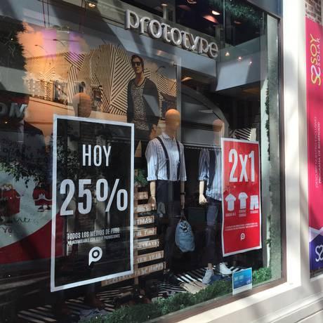 Lojas vazias. Com a crise econômica, comerciantes fazem promoções e Lojas vazias em Buenos Aires, em meio à crise econômica da Argentina Foto: Janaina Figueiredo