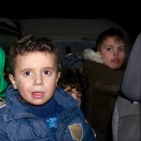 Meninos de orfanato deixam Aleppo em operação de retirada na Síria Foto: Reprodução