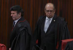 Os ministros do Supremo Tribunal Federal Luiz Fux e Gilmar Mendes na última sessão do TSE em 2016 Foto: Ailton Freitas / Agência O Globo / 19-12-2016