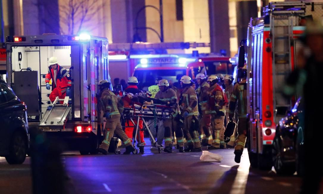 Pelo menos 9 pessoas morreram e cerca de 50 ficaram feridas Foto: FABRIZIO BENSCH / REUTERS