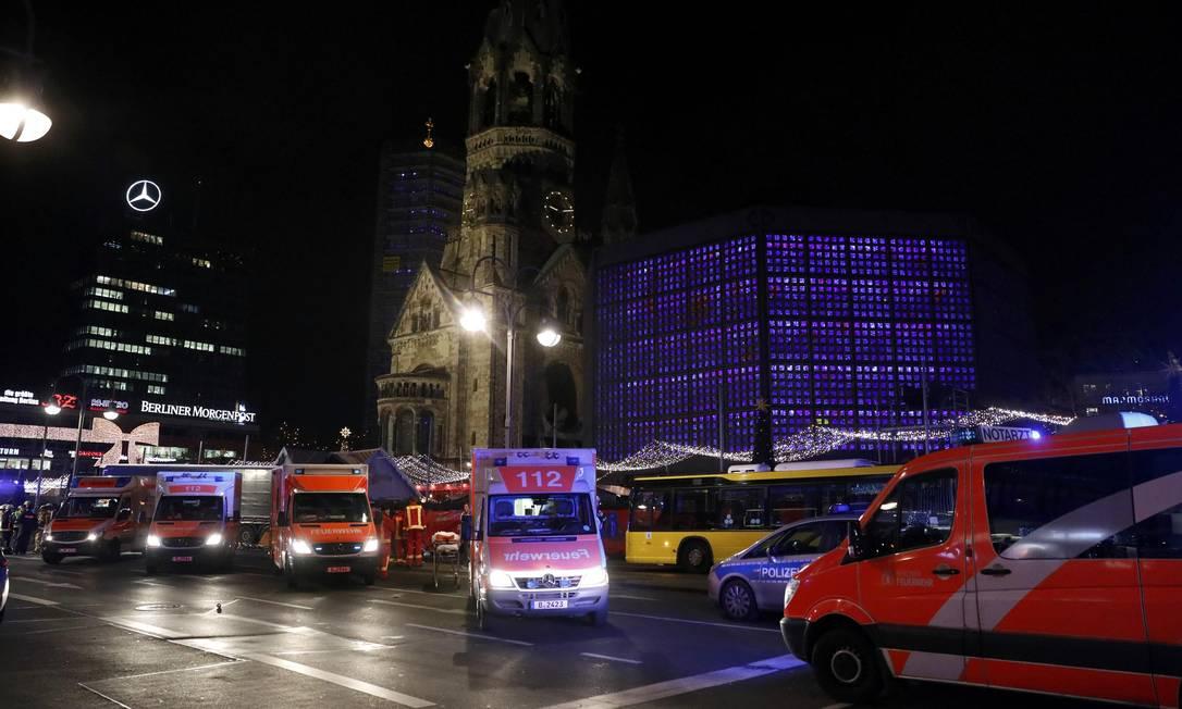 Ambulâncias cercaram o local para remover os feridos Foto: PAWEL KOPCZYNSKI / REUTERS