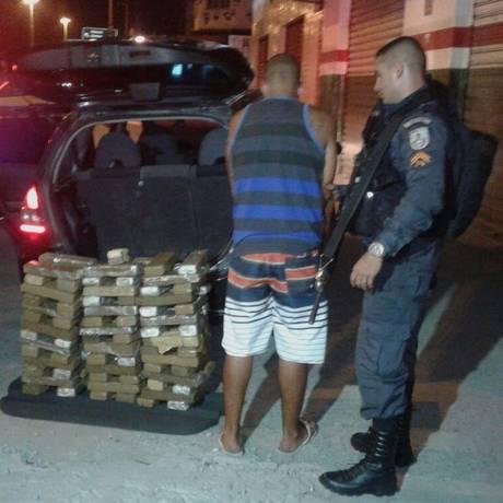 Preso com drogas e dinheiro em espécie na Avenida Brasil Foto: Leitor Denilson Milanez