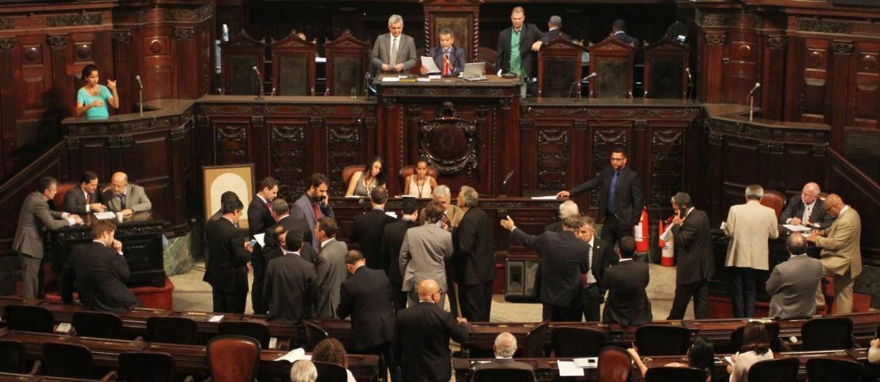 Deputados no plenário da Alerj em 14/12/2016 Foto: Rayza Hanna / Divulgação Alerj