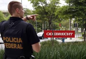 Agentes da Polícia Federal fazem buscas na sede da construtora Odebrecht em São Paulo em fevereiro, durante fase da Operação Lava-Jato Foto: Edilson Dantas / Agência O Globo