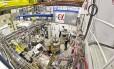 Armadilha onde os cientistas capturam e aprisionam átomos de anti-hirogênio