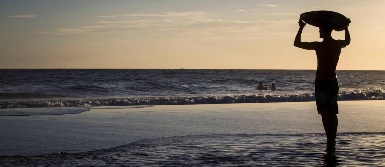 Fim de tarde na Praia de Ipanema, no último dia de primavera Foto: Guito Moreto / Agência O Globo
