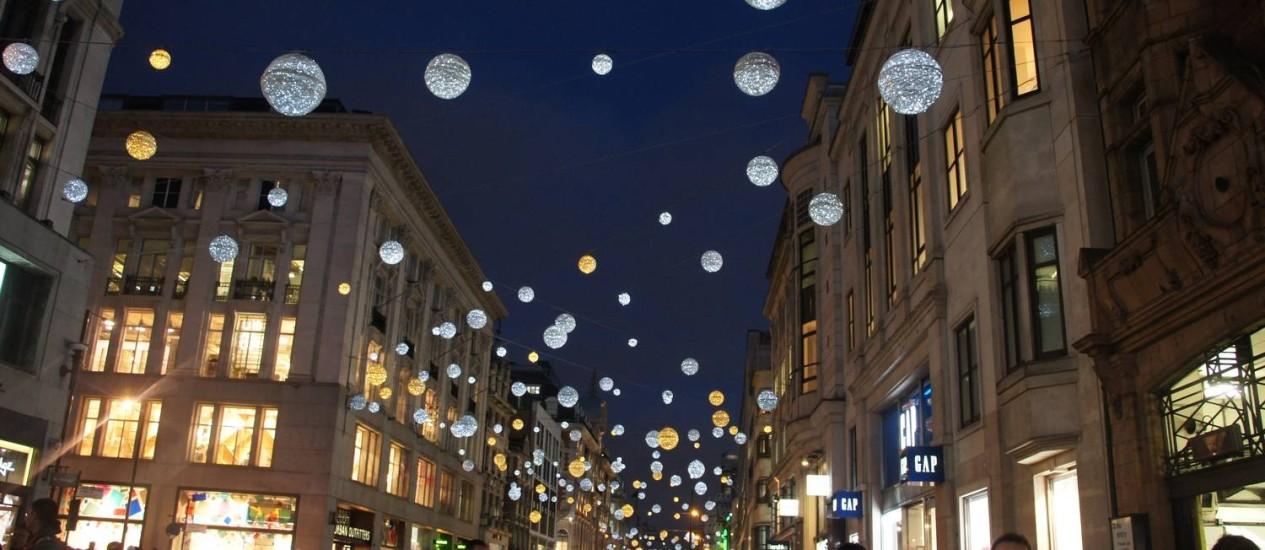 Luzes. Só na Oxford Street são 750 mil lâmpadas de LED Foto: Fotos de Claudia Sarmento