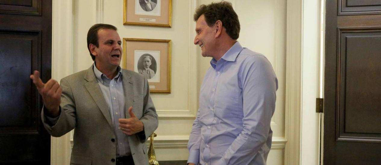 O prefeito Eduardo Paes e o sucessor, Marcelo Crivella Foto: Beth Santos - 18/11/2016 / Divulgação