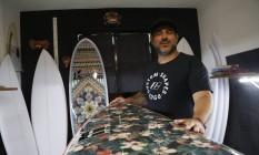 Edgard Gomes, da Edgo Surfboards, e a sua linha de pranchas exclusivas para mulheres Foto: Fabio Rossi