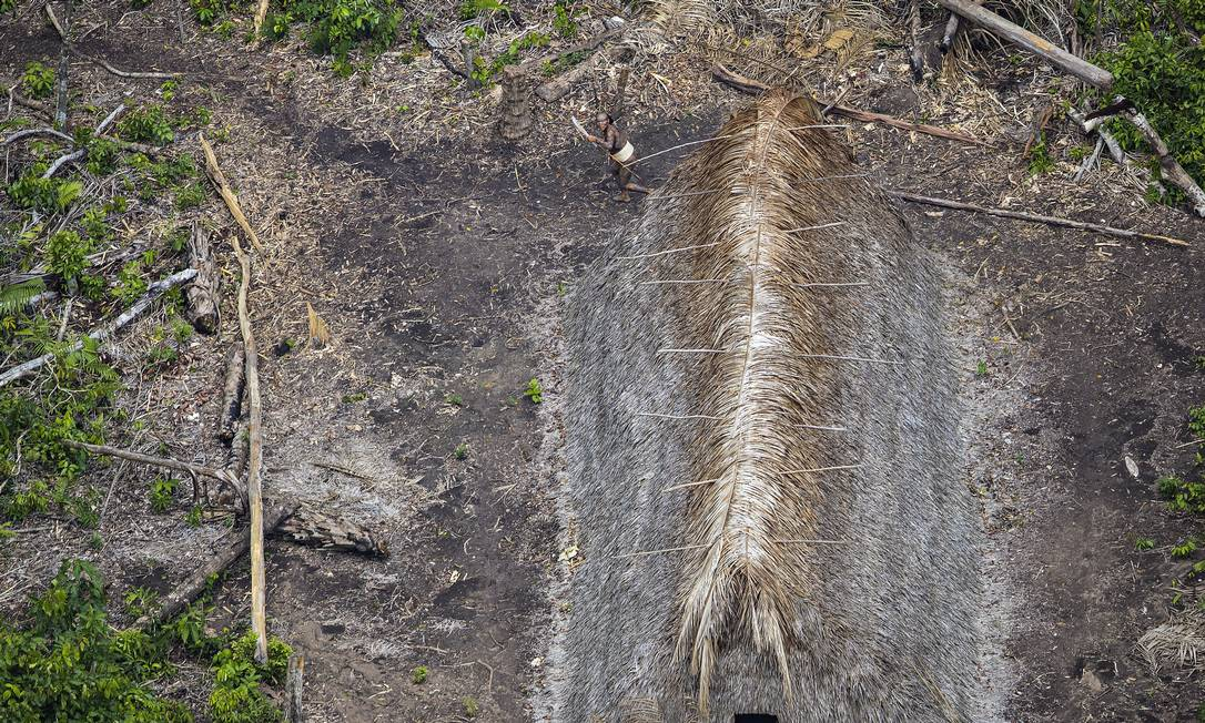 Maloca de palha registrada durante o sobrevoo RICARDO STUCKERT / Agência O Globo